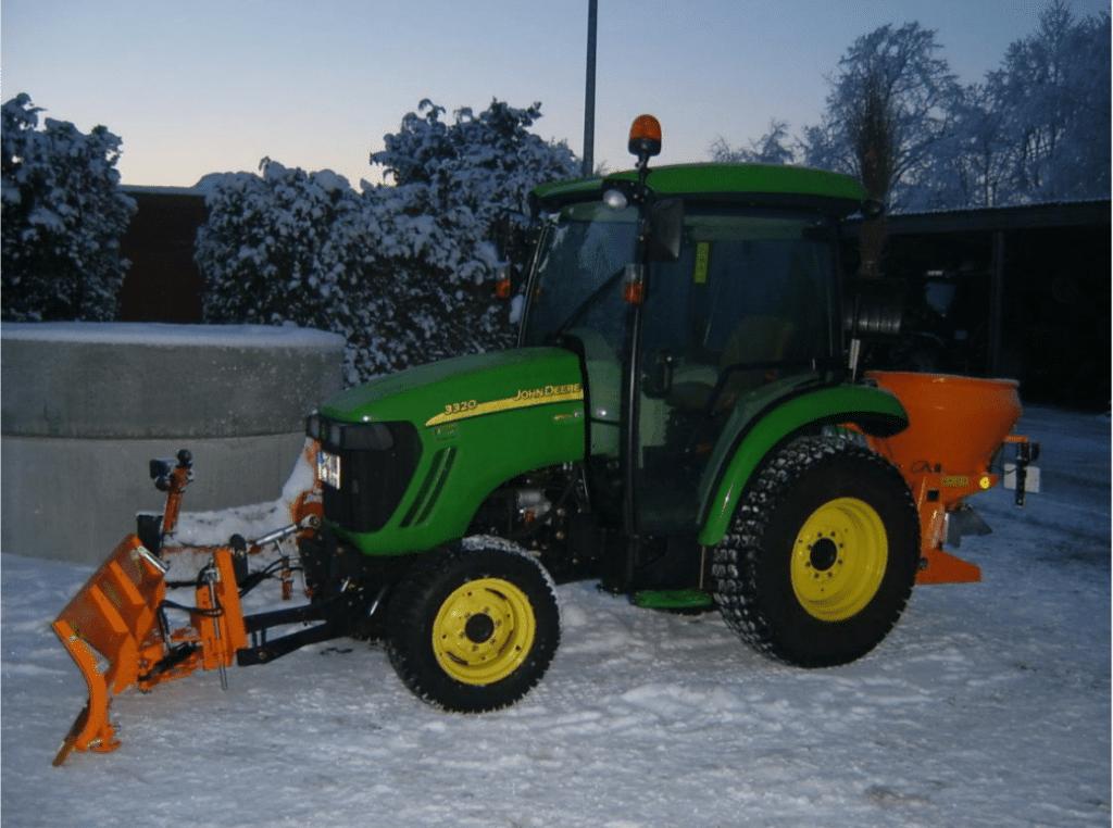 Saisondienste Wachtberg - Wir räumen den Schnee auch mit Maschinen für Sie weg